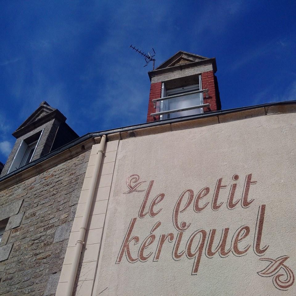 02-le-petit-keriquel-lettres-peintes-sur-facade-hotel-56