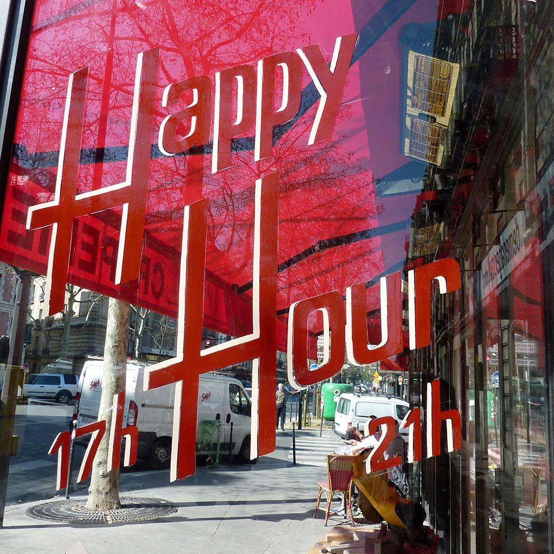 40-decoration-vitrine-facade-bar-restaurant-lettres-peintes-peintre-menu